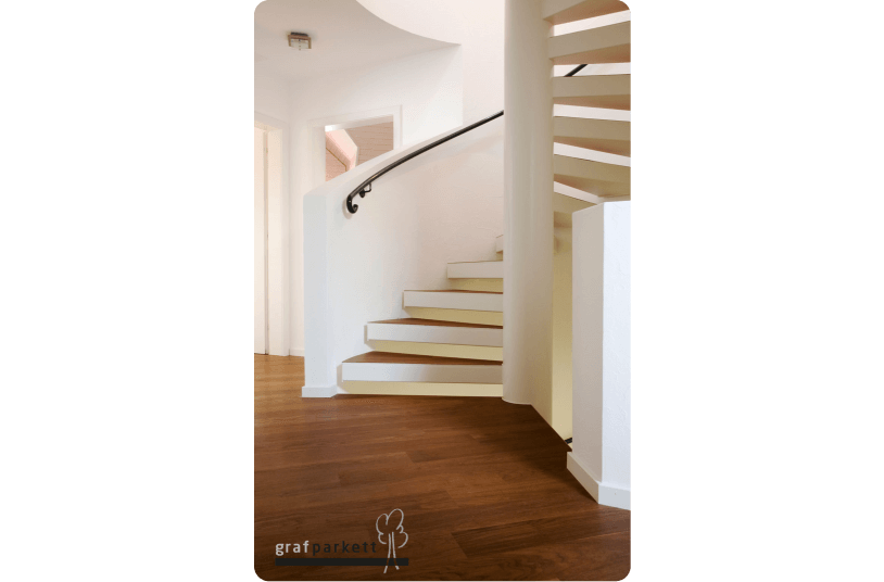 treppe parkett verlegen parkett treppe 2 bodenrenovierung laminat verlegen ber zwei etagen. Black Bedroom Furniture Sets. Home Design Ideas